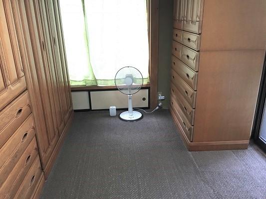 タンスが多い部屋の写真