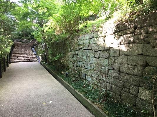 女坂の石垣の画像