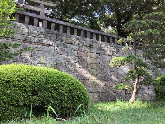 正面石段の石垣の画像