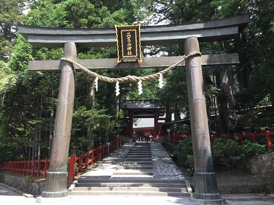 日光二荒山神社鳥居の画像