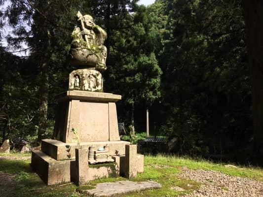 寂光苑奥の像の画像