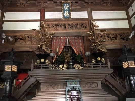 仏殿の中の画像
